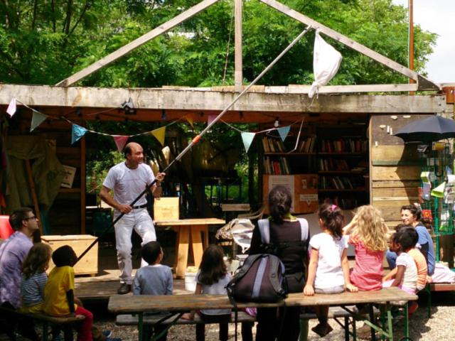 Prinzessinnengarten, Heinz Risse macht Schwarmfangübungen mit der nächsten Generation