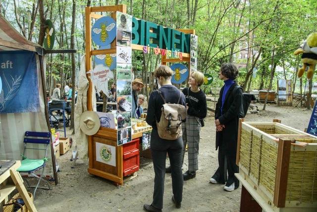 Unser BIENEN-Info-Stand auf dem Stadhonigfest in den Prinzessinnengärten Berlin Kreuzberg